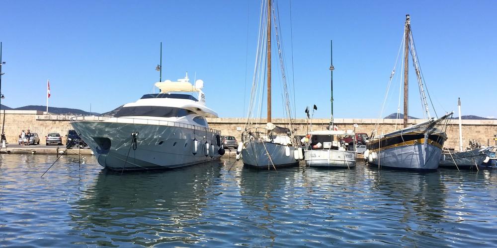 Saint Tropez boten Doets Reizen afbeelding van Kim de Groot via Pixabay | Frankrijk