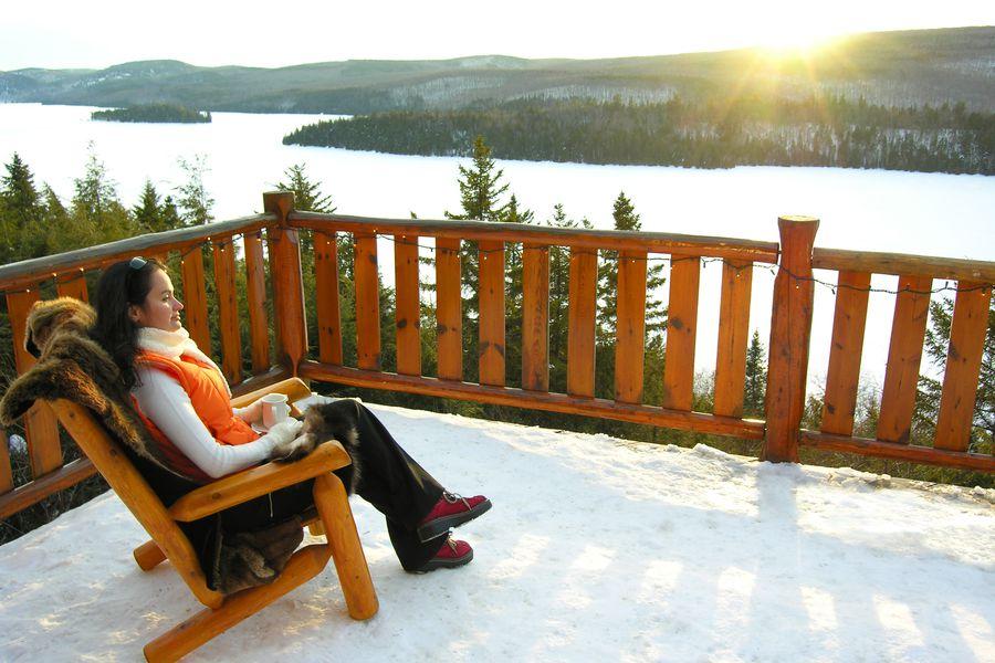 Hotel Sacacomie in de winter in het oosten van Canada