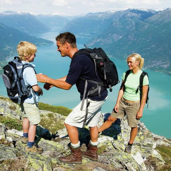 View from Molden - Jotunheimen mountain in the background - Vakantie Noorwegen - Doets Reizen - Credits © Terje Rakke  N