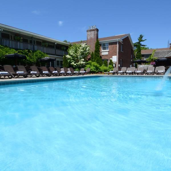 Pillar & Post Hotel - pool