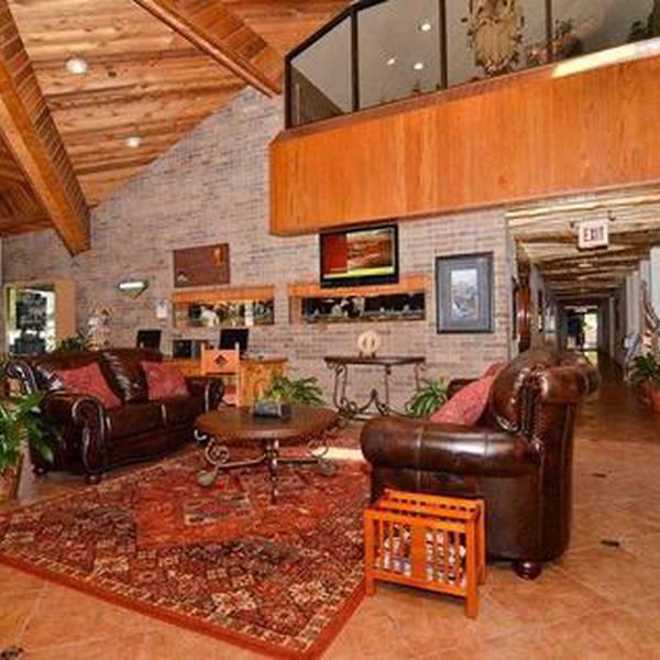 BW Saddleback inn- lobby