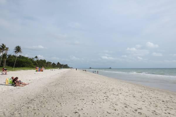 Het prachtige strand van Naples Beach Florida