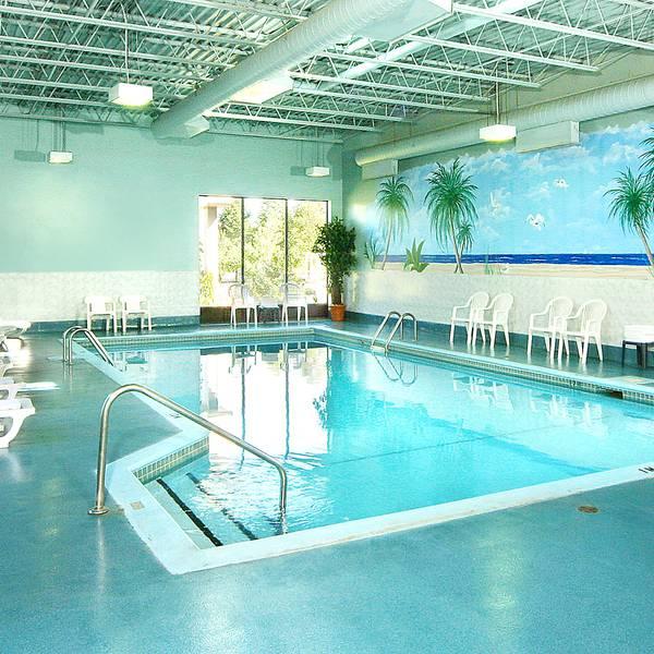 BW Plus Gatineau - pool
