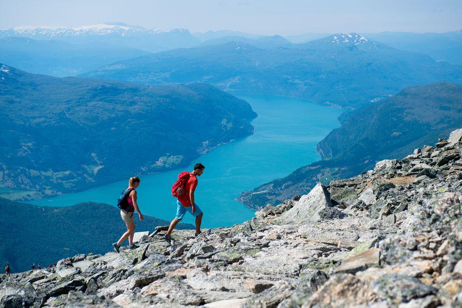 Hiking Skaala in Noorwegen - Doets Reizen - Vakantie Noorwegen - Credits Fjord Nord Norway and Sverre Hjørnevik