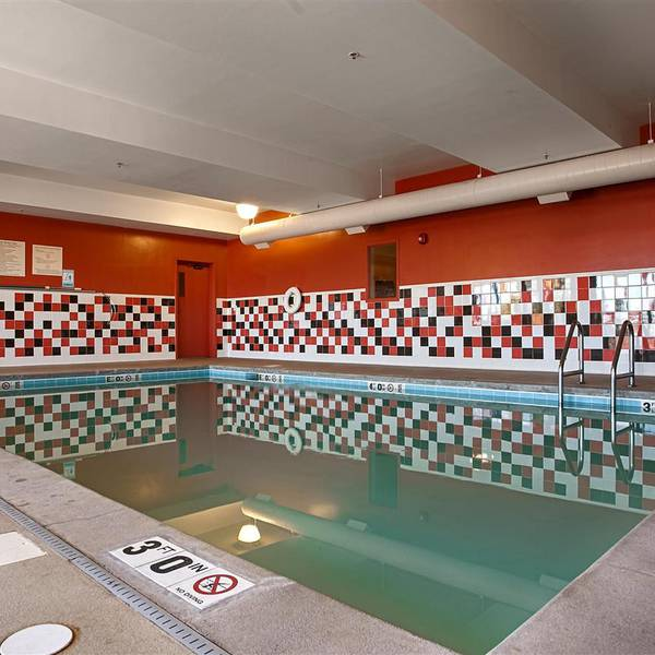 Best Western Plus DEN Airport Inn & Suites, pool