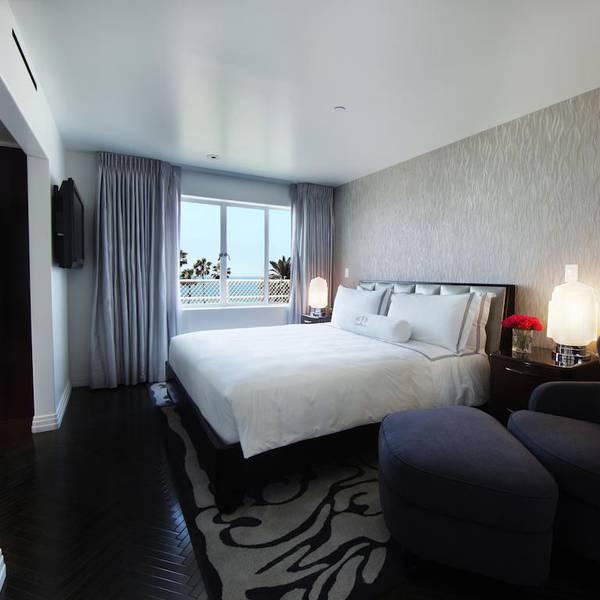 Shangri-LA - room