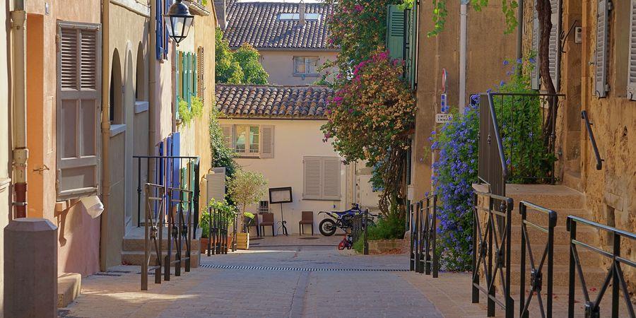 Straatjes Saint Tropez Doets Reizen afbeelding van Mirko Toller via Pixabay | Frankrijk