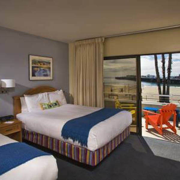 Beach Street Inn & Suites - room