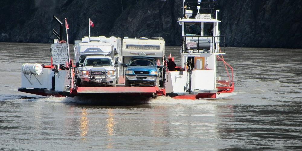 Ferry Dawson City - Yukon - Canada - Doets Reizen