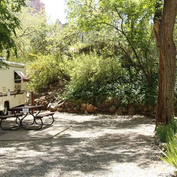 Rancho Sedona RV Park, groene camperplaatsen