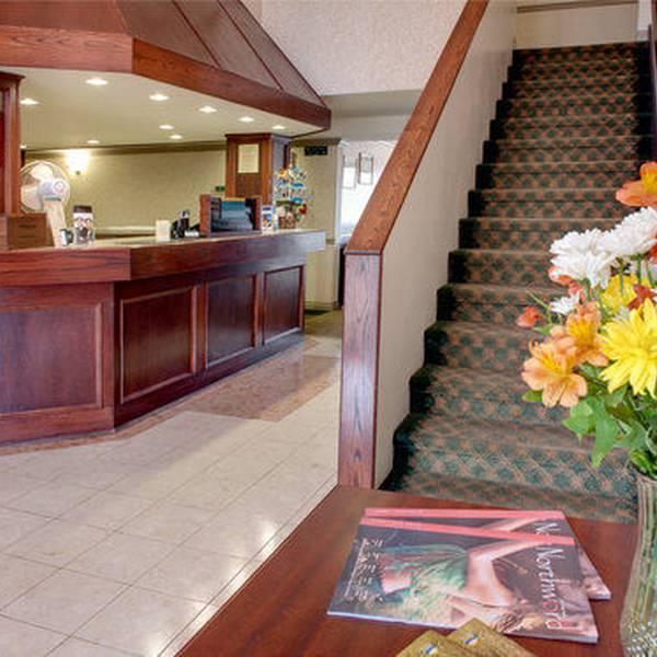 Sandman Inn Smithers - lobby2