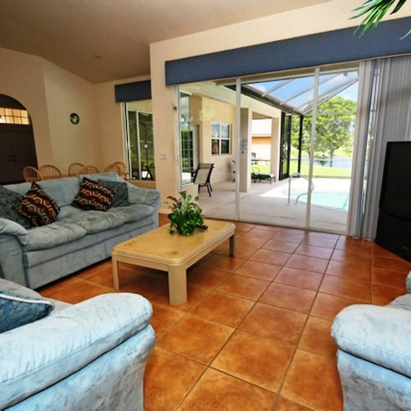 Universal Naples Pool Home - voorbeeld villa kamer