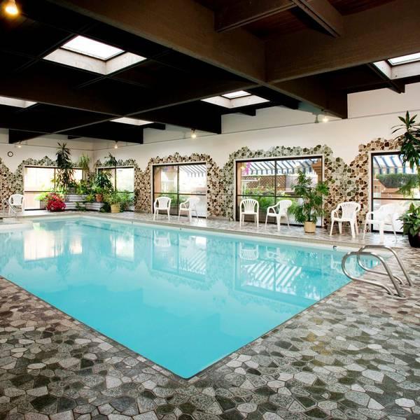 Marmot Lodge Jasper - pool