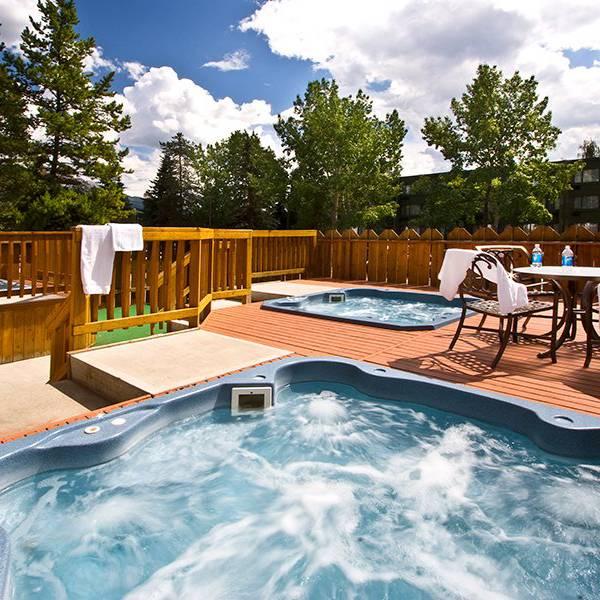 Lobstick Lodge - Hot Tubs
