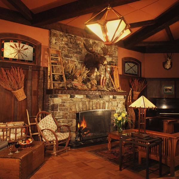 Deer Lodge - lounge