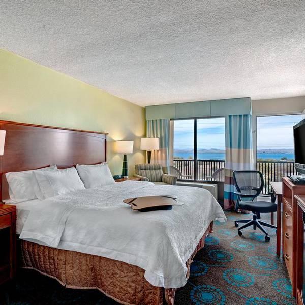 Hampton Inn Lake Havasu City - room