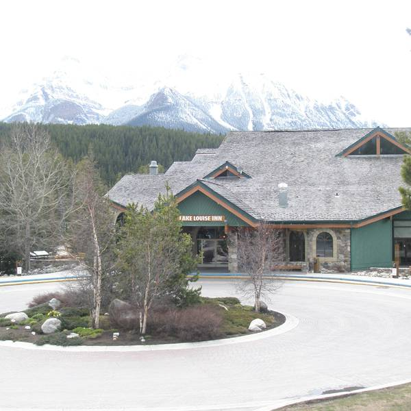 Lake Louise Inn - exterior