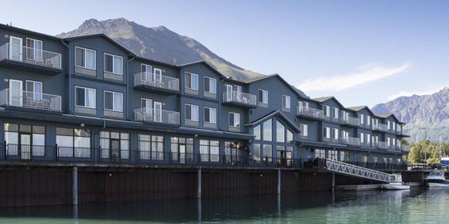 Harbor 360 Hotel - 1