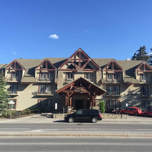 Banff Inn - exterior
