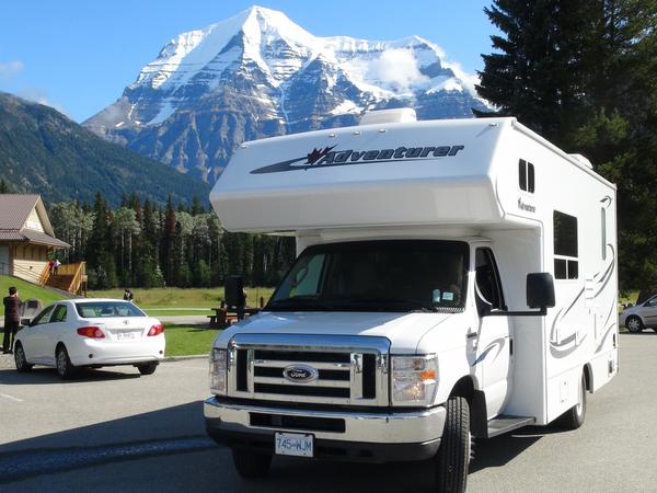 Fraserway RV met Mount Robson op de achtergrond