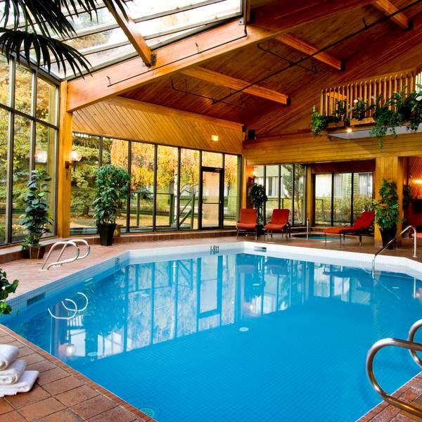 Chateau Jasper - pool