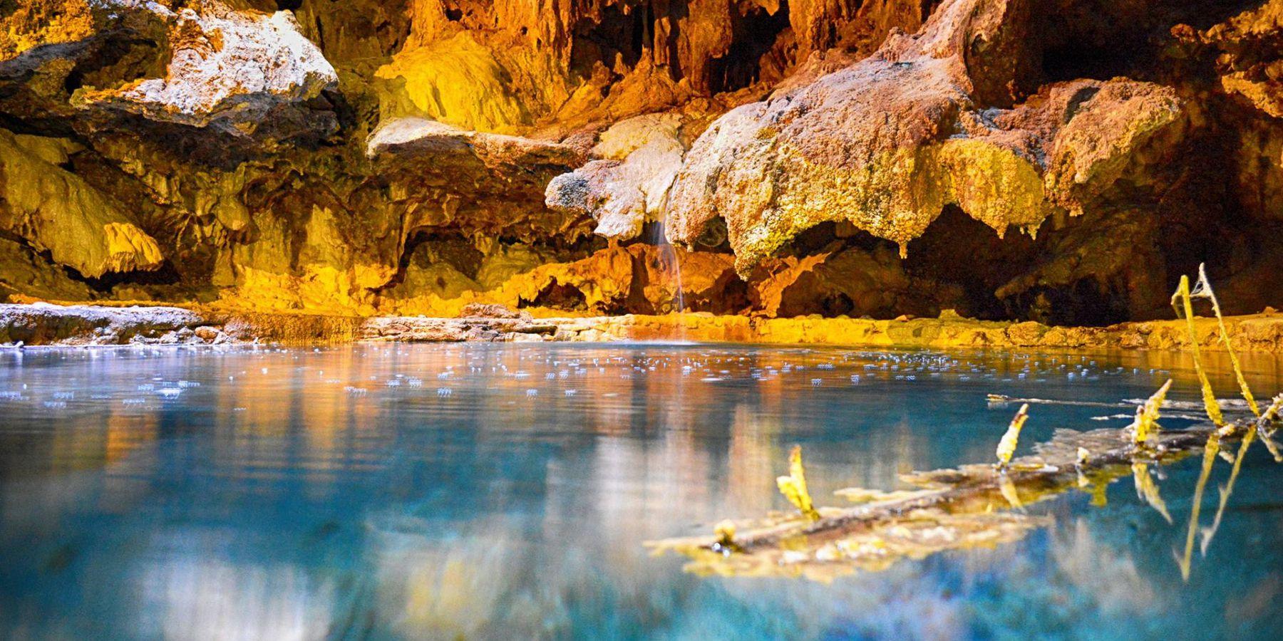 Cave & Basin National Historic Site - Banff National Park - Alberta - Canada - Doets Reizen