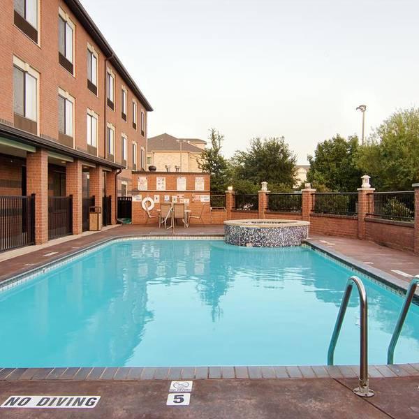 Best Western Plus DFW Airport Suites, zwembad