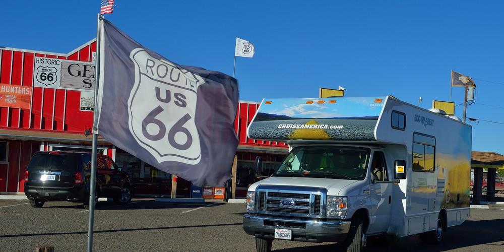 Cruise America Camper onderweg in Arizona Route 66