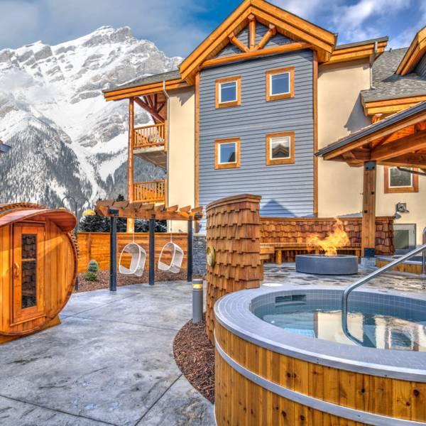 Canalta Lodge Banff - outside