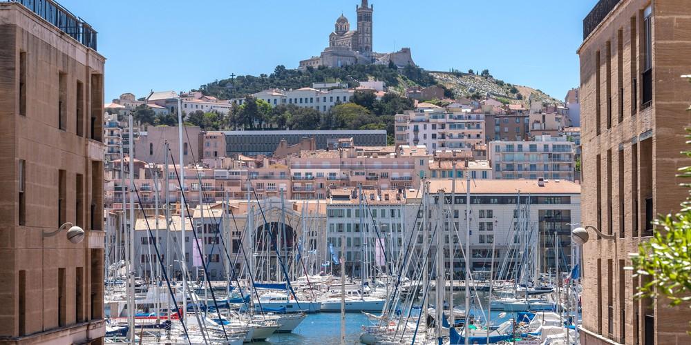 The Vieux Port of Marseille - Doets Reizen - Vakantie Frankrijk - Credits Atout France and Robert Palomba