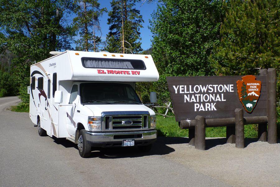 El Monte RV camper bij Yellowstone National Park