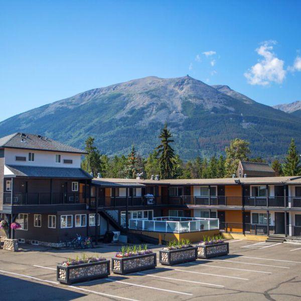 Mount Robson Inn - Exterior