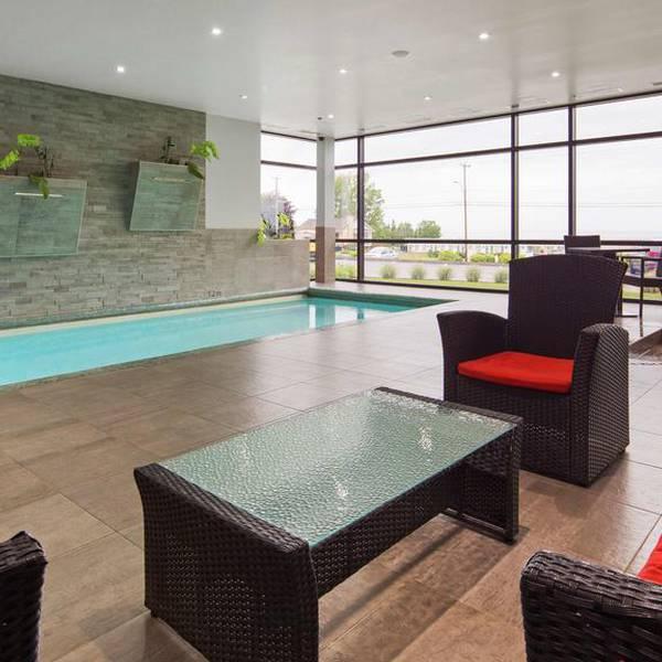 Best Western Plus Hotel Levesque pool
