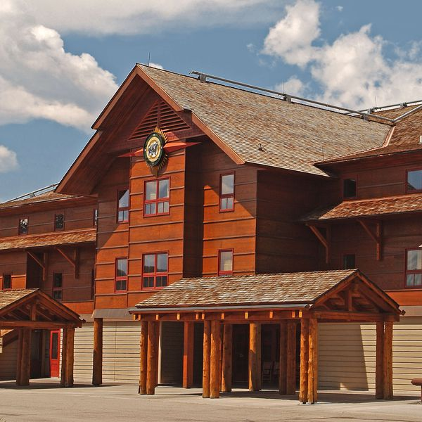 Old Faithful Snow Lodge - Exterior 2