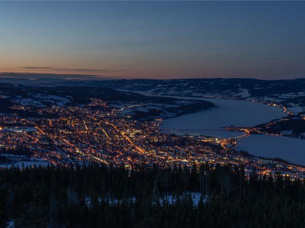 Lillehammer by night - Doets Reizen - Vakantie Noorwegen - Credits to Visit Lillehammer