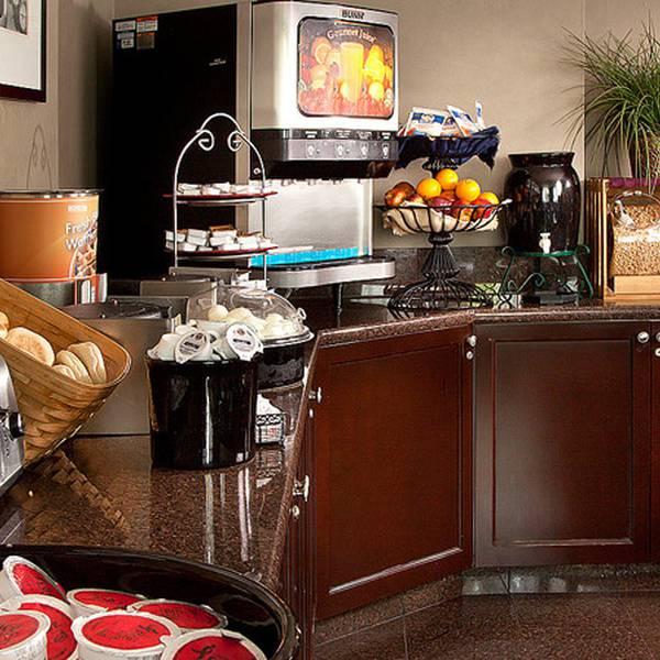 Coast Gateway Hotel breakfast