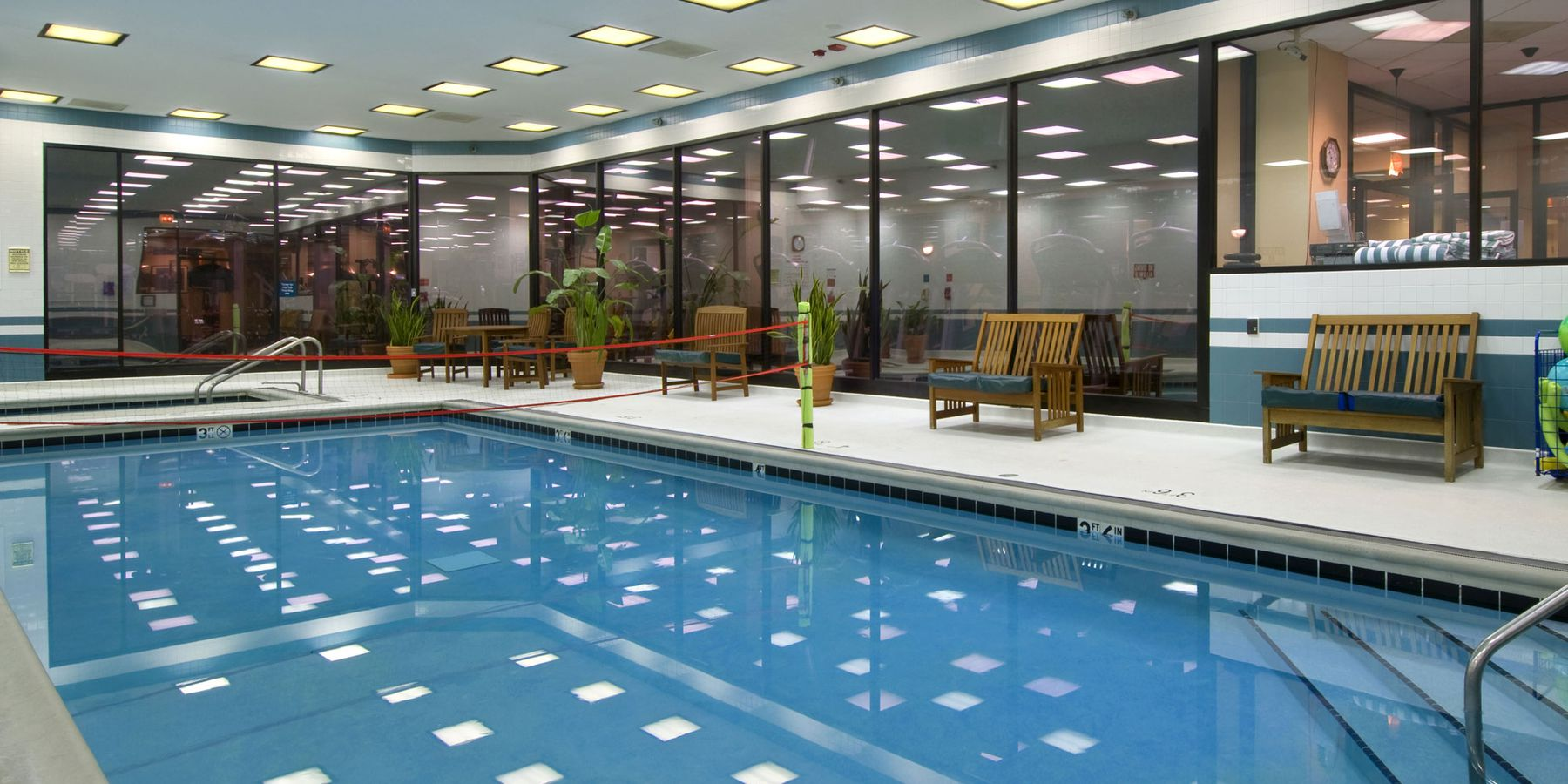 Hilton Chicago Airport - pool
