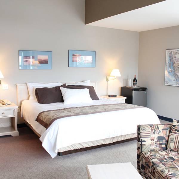 Quarterdeck Inn & Marinas Resort - room