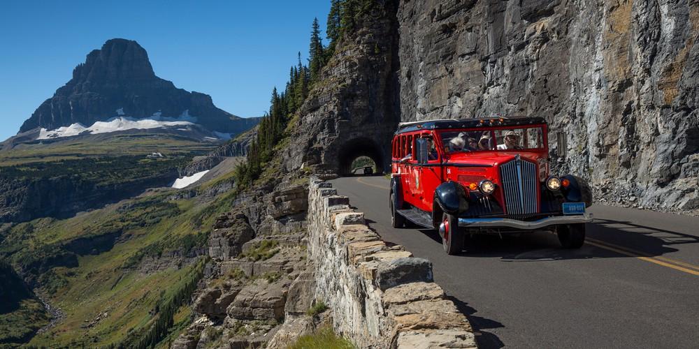 Red Bus - Glacier National Park - Montana - Amerika - Doets Reizen