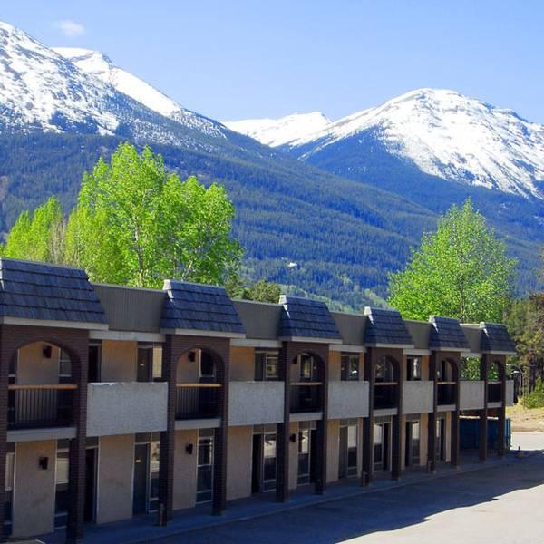 Maligne Lodge - buitenkant