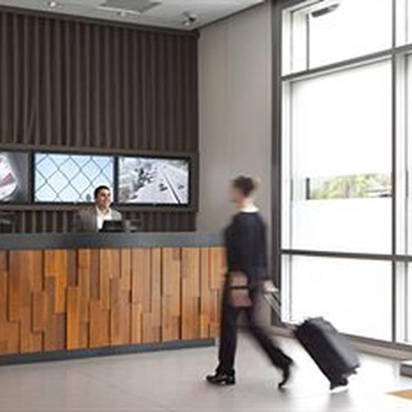 Custom Hotel - Lobby