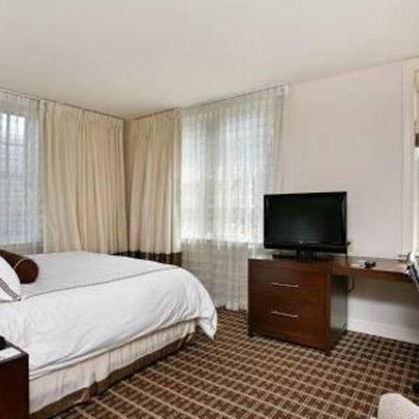 The Ellis Hotel - room