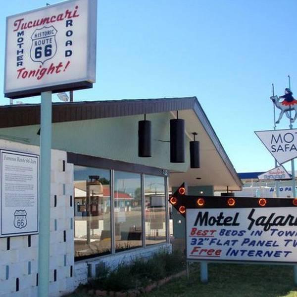Motel Safari, exterior