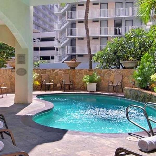 Coconut Waikiki Hotel Pool
