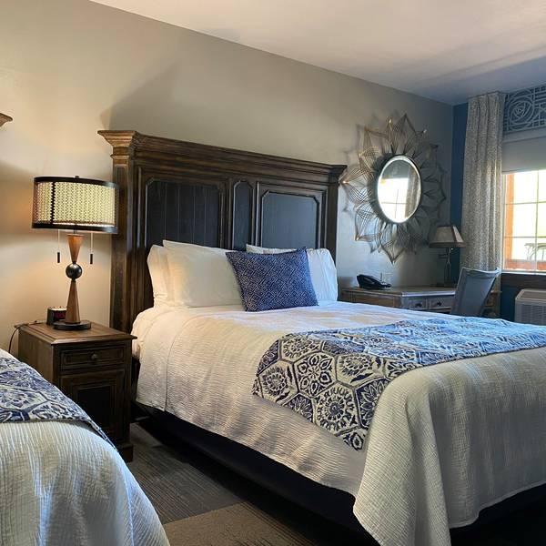 Desert Rose Inn - Lodge Room