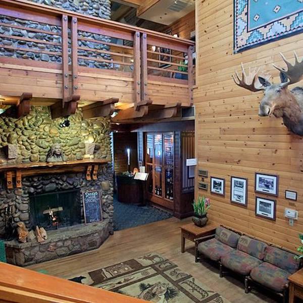 The Pines Resort - lobby