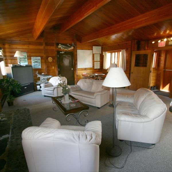 Dalton Trail Lodge - lobby