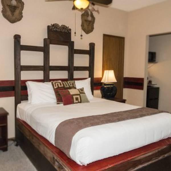 Lokahi Lodge Room