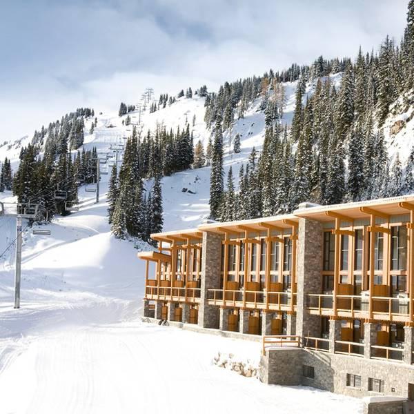Sunshine Mountain Lodge Exterior