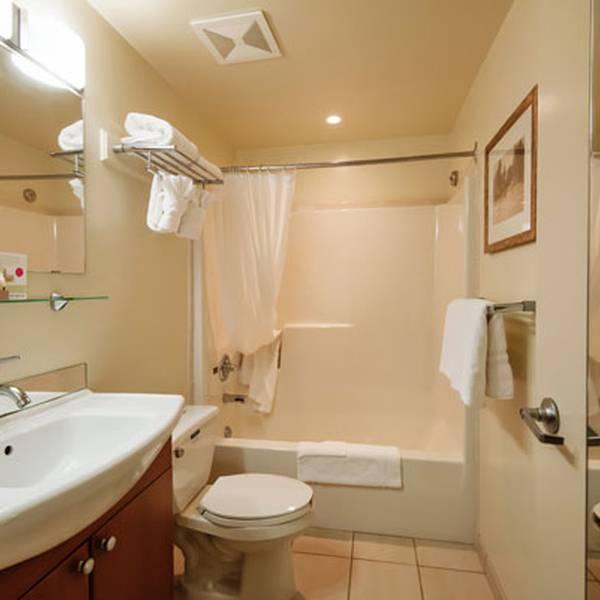 Harrison Beach Hotel - Bathroom